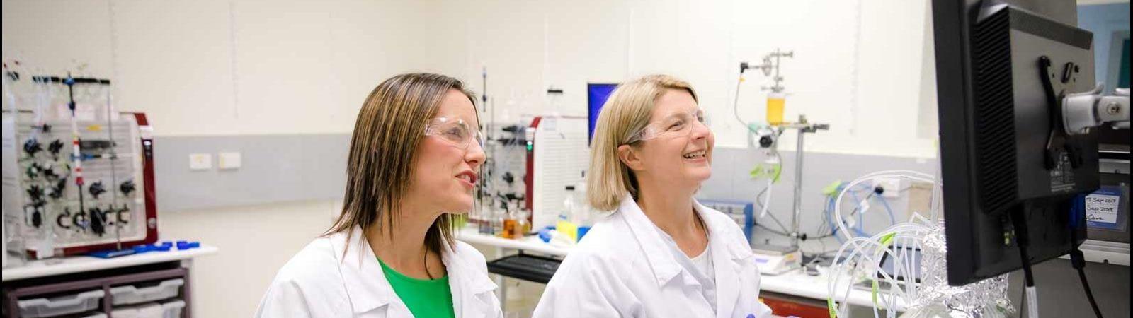 Mitarbeiterinnen im Labor
