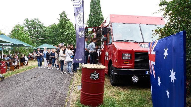 An elf verschiedenen Food Trucks gab es beim CSL Behring Sommerfest Leckereien und Spezialitäten aus der ganzen Welt.