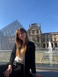 Lisa Mueller Louvre